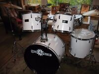 Gear4music 7 piece drum kit with stool for the developing drummer