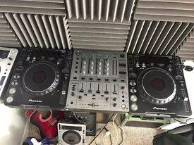 2 x CDJ1000MK3 & DJM 600 Mixer