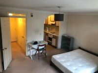Studio flat in gated development with gym/pool