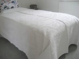 THROW/BEDSPREAD. Vintage White pure cotton