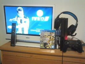 """PS4 500GB Come's With 1 Game Plus Sony 20"""" TV"""
