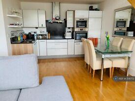 2 bedroom flat in Highbury Stadium Square, London, N5 (2 bed) (#856772)