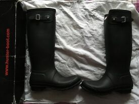 Woman's hunters wellies size 8!