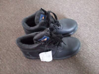 Pro Man Safety Boots - size 5 - new