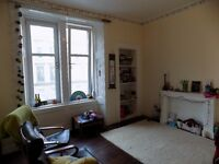 Unfurnished Two Bedroom Flat Situated Off Victoria Road In Glasgow