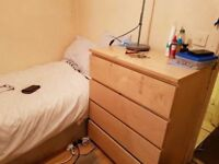 --Cheap single room available now in Willesden Junction--