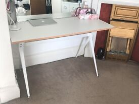 Desk - Beautiful white desk in excellent conditions