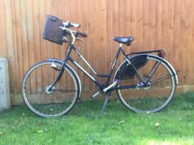 Woman black classical pointer bike, in excellent condition!!