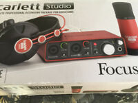Focusrite Scarlett 2i2 with microphone and cables in very good condition