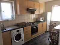 LARGE 3 BEDROOM FLAT WITH SEPARATE SITTING ROOM GREAT LOCATION AVAILABLE IMMEDIATELY