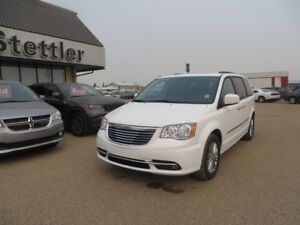 2016 Chrysler Town & Country TOURING HEATED LEATHER! DUAL DVD!!