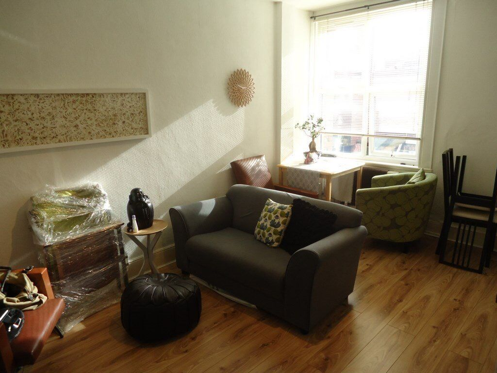 1st floor 1 bedroomed modern apartment. Set in the heart of Muswell Hill Broadway this flat has a br