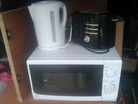 White Kitchen joblot Set. 1 Litre Kettle, 2 Slice Toaster and 20 Litre Microwave oven. CAN DELIVER