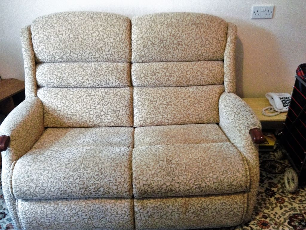 2 seater sofa cottage style for sale 35 in Bradford