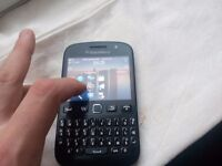 Black Berry 9720 Excelent condition . Unlocked !