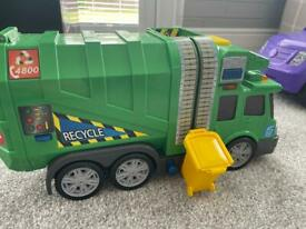 Recylcling truck with bin