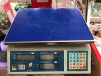 COMMERCIAL WEIGHING SCALES FOR SHOPS OR CATERING