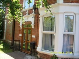 Students - 7 bed house to let on Landguard Road. No fees & Low Deposit!