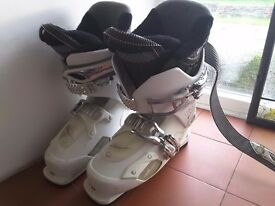 Salomon ladies size 25.5 or 5.5 only worn twice