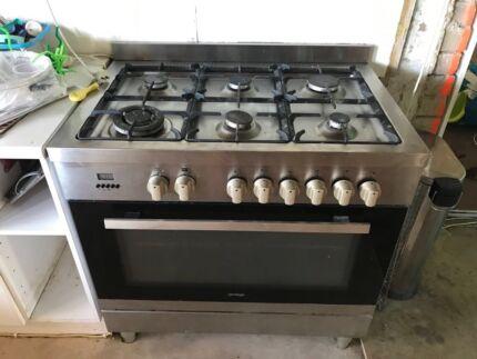 Omega 6 burner gas stove and oven  L900 H920 D600