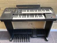 Electronic Yamaha organ - full size