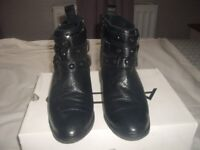 LADIES BLACK LEATHER ANKLE BOOTS SIZE 5 1/2 (ALDOS)SEE PICTURES.