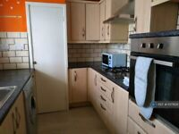 3 bedroom flat in Selsfield Drive, Brighton, BN2 (3 bed) (#1017629)