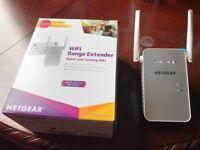 Netgear WiFi range extender 11AC 1200 Mbps Dual Band Gigabit 802.11ac (300 Mbps + 900 Mbps)