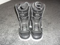 Van's aura snowboard boots