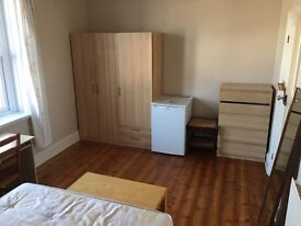 Fantastic double room to rent CLOSE TO BOROUGH LONDON BRIDGE TWO BATHROOMS CLEANER TERRACE