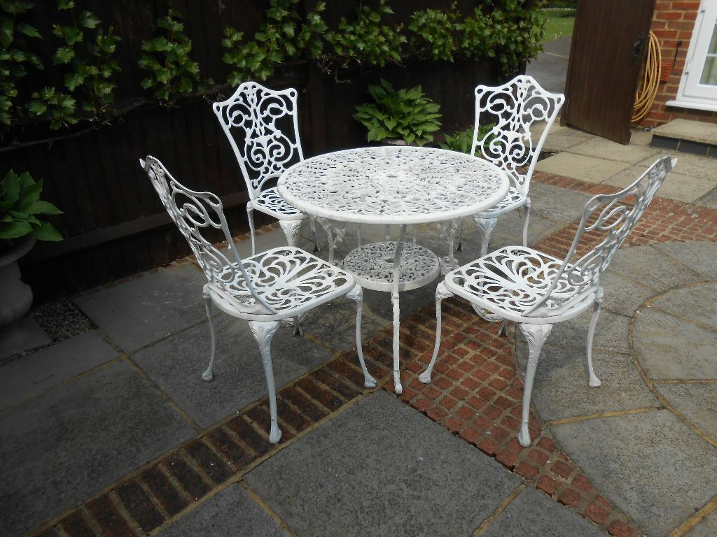 White metal galvanised garden furniture set table and four chairs fantastic value in Metal garden furniture sets
