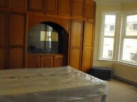 Spacious room double single near train station in zone 3 bills & Wifi Internet in 4 bed house