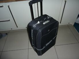 Suit case, onwheels with retractable handle.