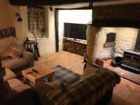 2 rooms available in country cottage