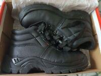 BRAND NEW LEATHER SAFETY BOOTS uk size 5, eu size 38