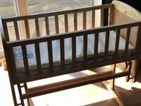 Deluxe gliding crib