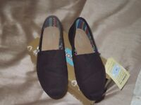 brand new boxed ladies black toms size 5.