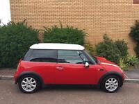 Mini Cooper 1.6L red/white roof