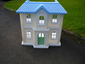 LITTLE TIKES LARGE PLASTIC HOUSE, 3 FOOT HIGH BY 3 FOOT WIDE OUTDOOR PLAYHOUSE DOLLS