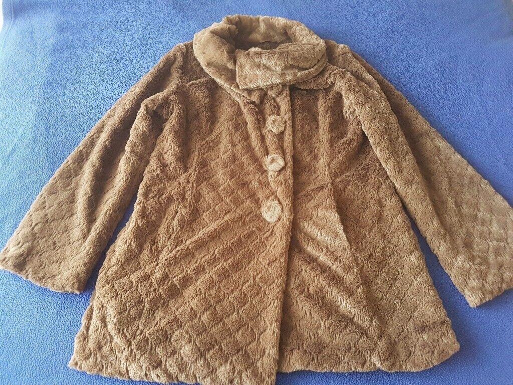 Yumi faux fur size M coat