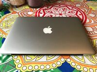 Macbook Pro 13 Retina, 2.6ghz Core i5, 16GB Ram, 512GB Flash Storage, Intel Iris graphics, warranty