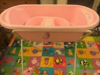 Baby bath tub and stand set in very good condition