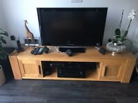 TV STAND SOLID OAK
