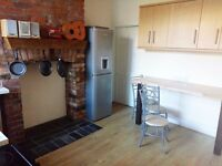 Large double bedroom in a friendly shared house in Sherwood, Nottingham NG7 7AD