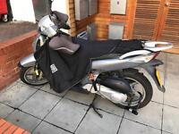 Honda SH125 Silver Used Scooter w topbox & leg cover