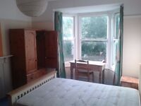 Spacious LARGE ROOM for RENT in central TOTNES