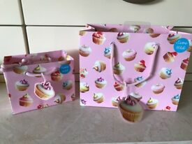 small GIFT BAG WITH PINK CUPCAKE DESIGN.