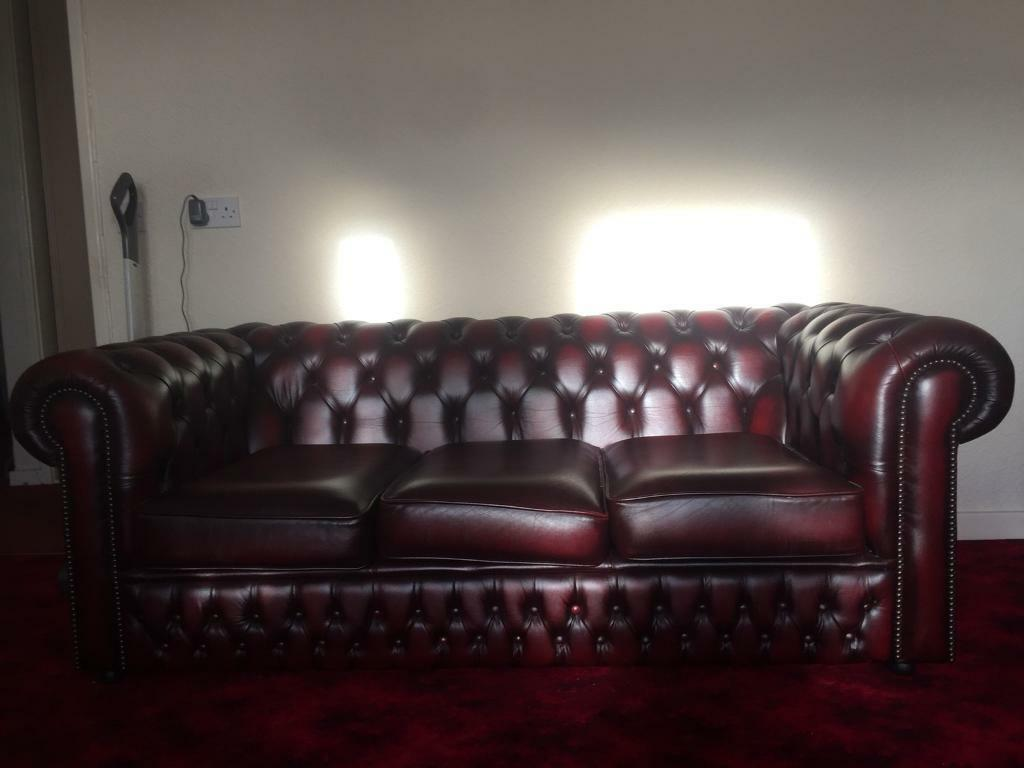 Nearly New Excellent Condition Saxon Chesterfield 3 Seater