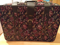 Set of 2 NEW Vintage Design Suitcases Luggage