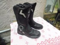 LEATHER BIKER BOOTS BRAND NEW ARMOURED SIZE 7 CAN DELIVER / POST